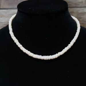 Vtg white natural shell necklace screw clasp